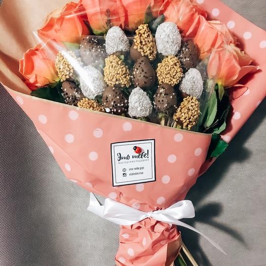 Букет из клубники Шоколад и розы Корал М: букеты цветов на заказ Flowwow