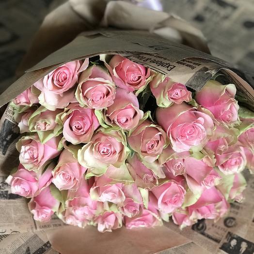 Кенийская красавица в крафте: букеты цветов на заказ Flowwow