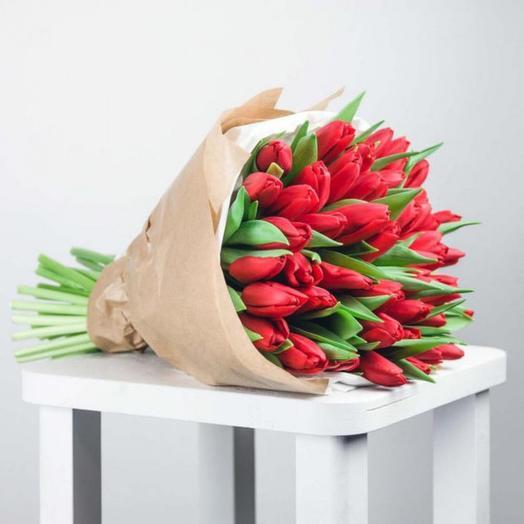 45 красных тюльпанов: букеты цветов на заказ Flowwow