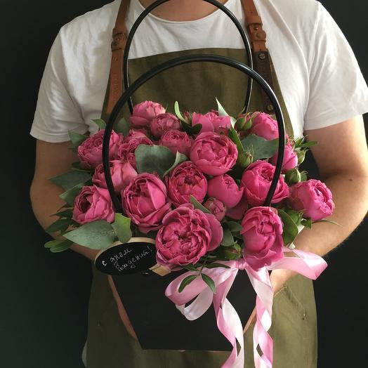 Сумочка с кустовыми пионовидными розами: букеты цветов на заказ Flowwow