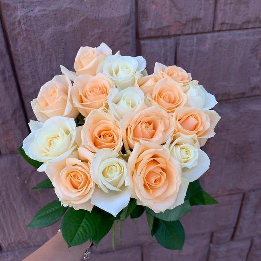 Букет из 17 роз в живом оформлении: букеты цветов на заказ Flowwow