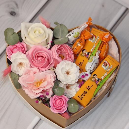 Композиция в бежевом сердце среднее: букеты цветов на заказ Flowwow