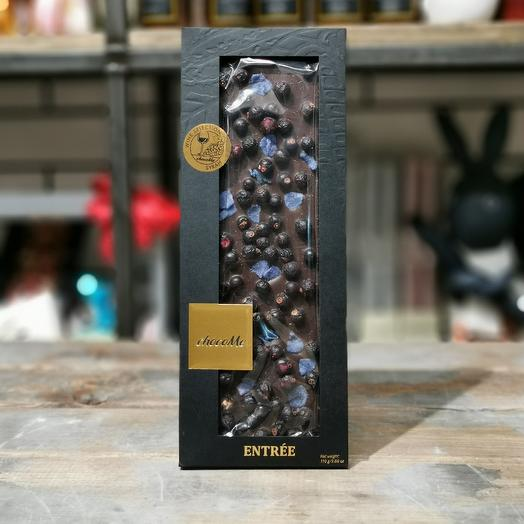 Горький шоколад ручной работы с засахаренные лепестками фиалки и чёрной смородиной: букеты цветов на заказ Flowwow