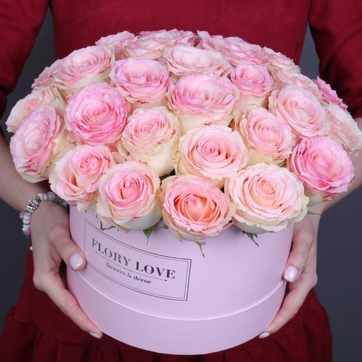 35 роз Эсперанс в шляпной коробке Эквадор: букеты цветов на заказ Flowwow