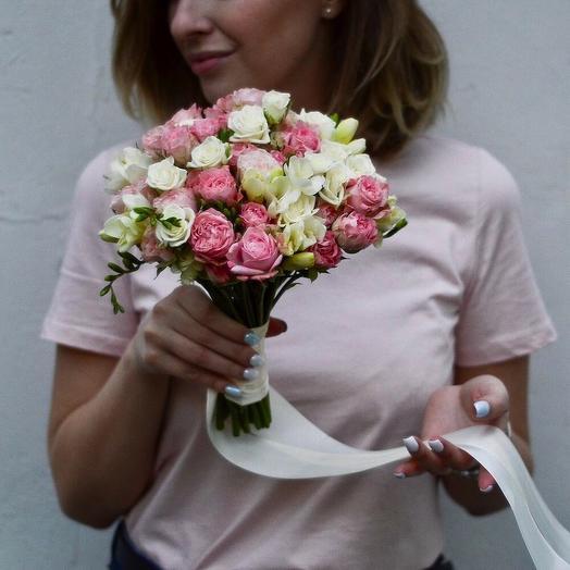 Букет невесты с пионовидными и кустовыми розами