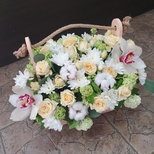 Стильный ящичек с орхидеей и кустовой розой