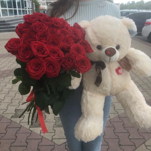 Букет из  25 красных роз и мишки