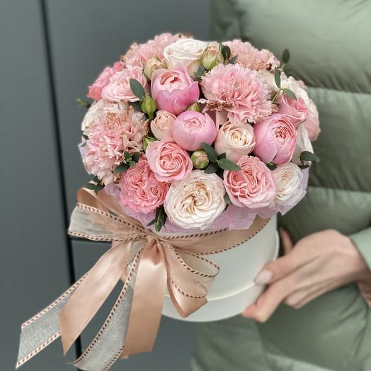 Шляпная коробка из кустовой розы и диантуса Кристалл7