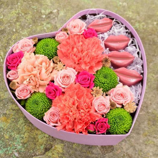 Love is коробочка с цветами и конфетами Вип Кэнди