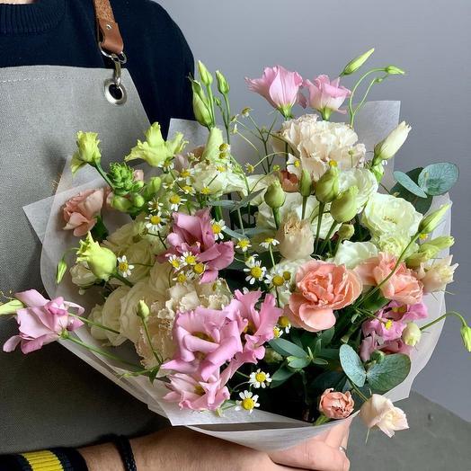 Букет-комплимент с розами, гвоздиками и эустомой Grazia