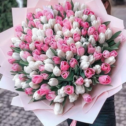 Букет тюльпанов в нежных тонах