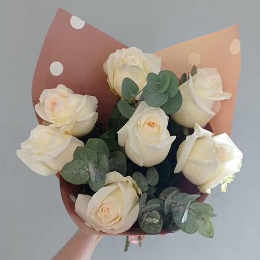 Букет из 7 пионовидных кремовых роз