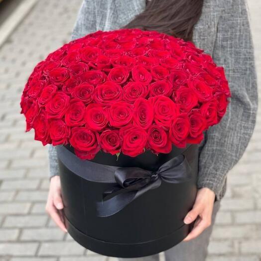 101 красных роз в шляпной коробке