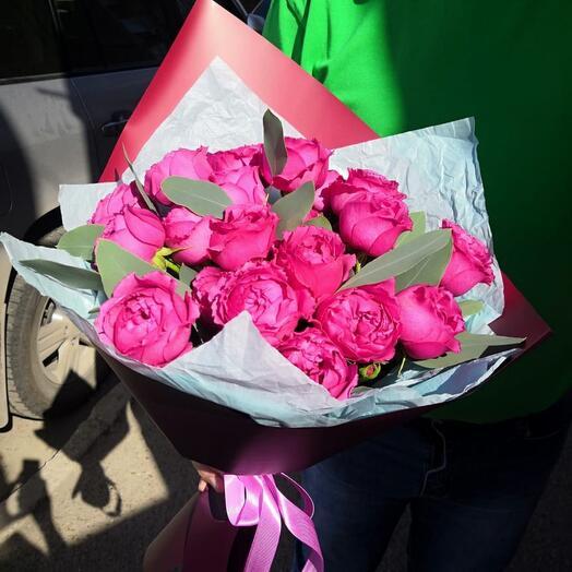 5 пионовидных розы