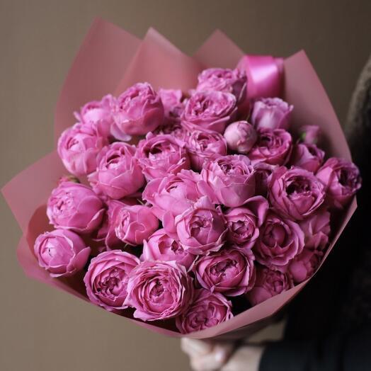 9 пионовидных кустовых роз