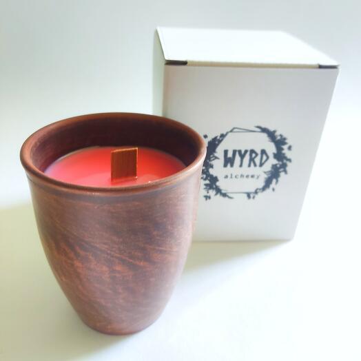 Соевая свеча с ароматом клюквы и кедра