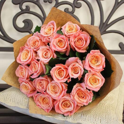 Flowers Lovers -19 персиковых роз в оформлении