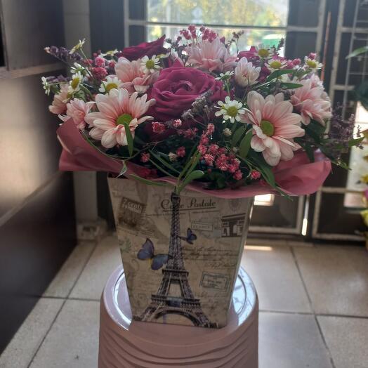 """Цветы в коробке """"комплимент 2"""""""