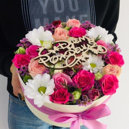 Коробочка из нежных роз и хризантем