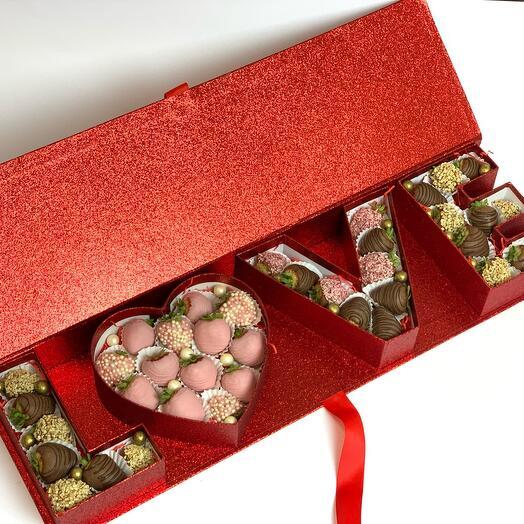 Набор Love из клубники в шоколаде