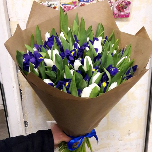 Ирисы и Тюльпаны: букеты цветов на заказ Flowwow