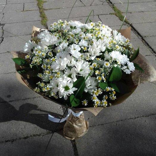 Микс из белых хризантем: букеты цветов на заказ Flowwow