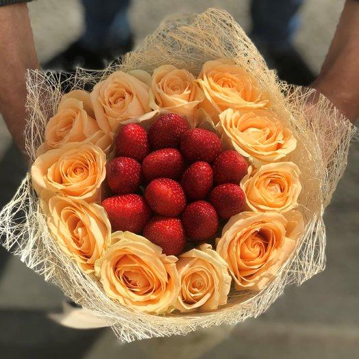 Букет. Кремовая ( бежевая ) Роза. Клубника N109: букеты цветов на заказ Flowwow