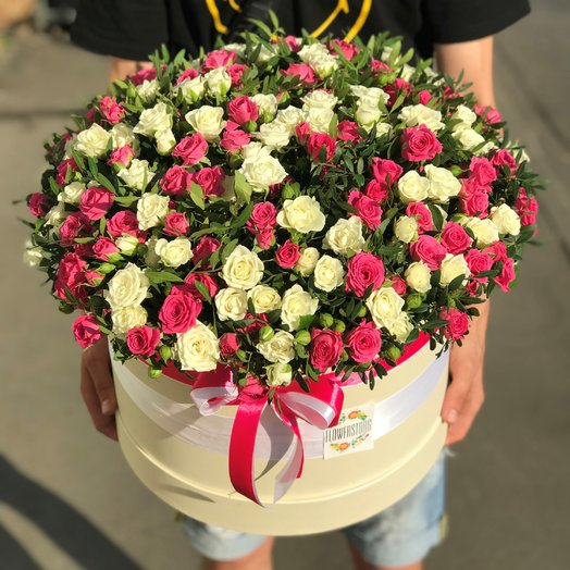Коробки с цветами. Кустовая роза.101 роза. N168: букеты цветов на заказ Flowwow