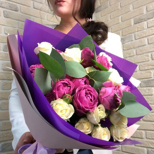 Сборный букет из пионовидных роз