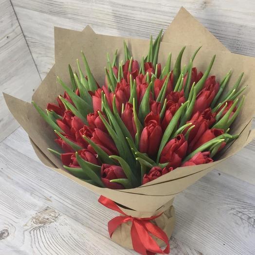 Букет красных тюльпанов: букеты цветов на заказ Flowwow
