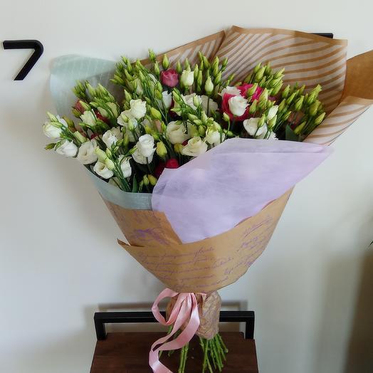 Эустома в крафте: букеты цветов на заказ Flowwow
