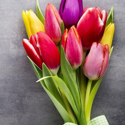 9 тюльпанов микс с лентой