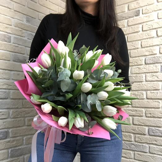 Белые Тюльпаны с эвкалиптом