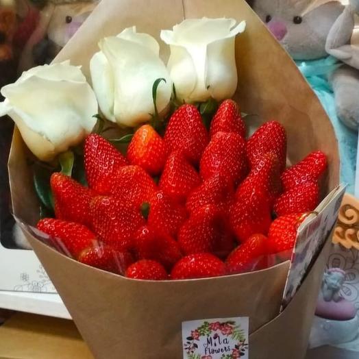 """Клубничный букетик """"Любимой!"""": букеты цветов на заказ Flowwow"""