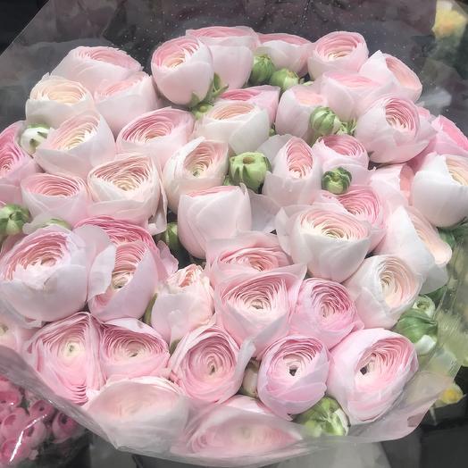 Нежный букет ранункулюсов: букеты цветов на заказ Flowwow