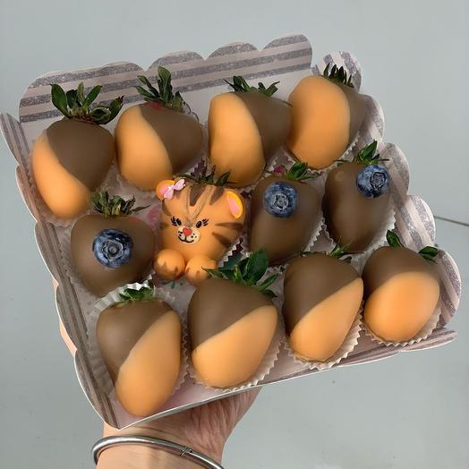 Коробка из клубники в бельгийском шоколаде: букеты цветов на заказ Flowwow