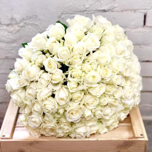 101 белая роза Аваланж: букеты цветов на заказ Flowwow