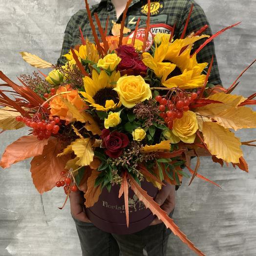 Яркая осенняя композиция с розами и подсолнухами: букеты цветов на заказ Flowwow