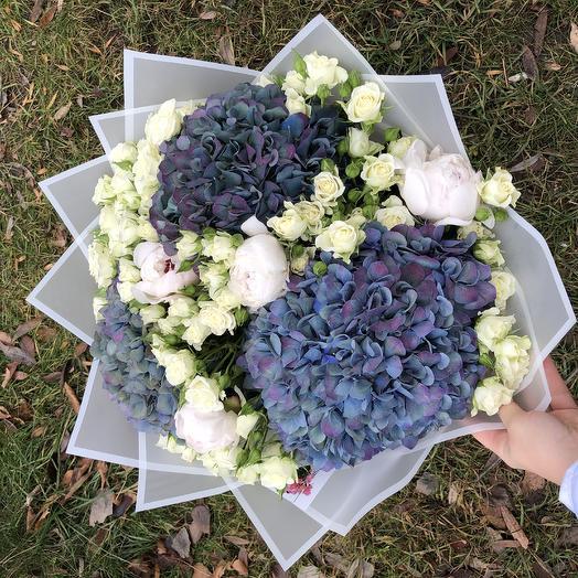 Букет гортензий с пионами: букеты цветов на заказ Flowwow