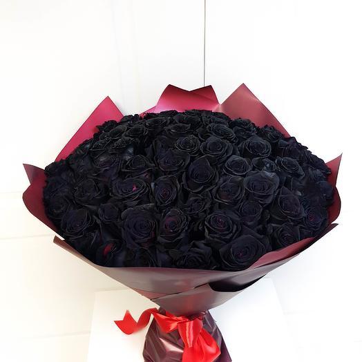 51 черная роза в упаковке