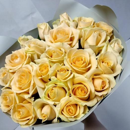 25 кремовых роз: букеты цветов на заказ Flowwow
