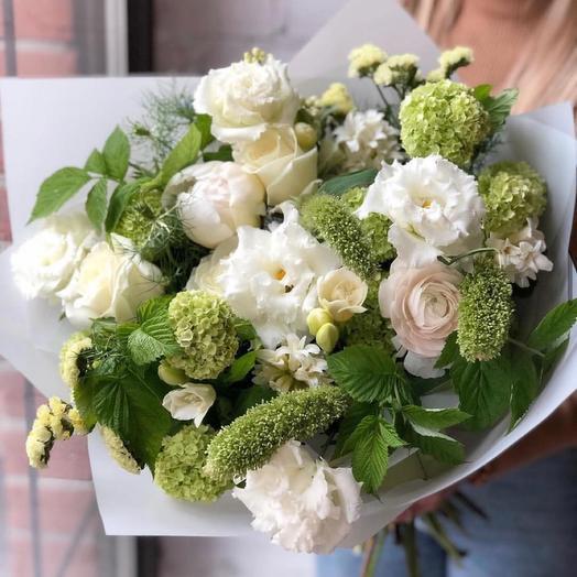 """Букет кустовая роза и эустома """"Зов леса"""""""