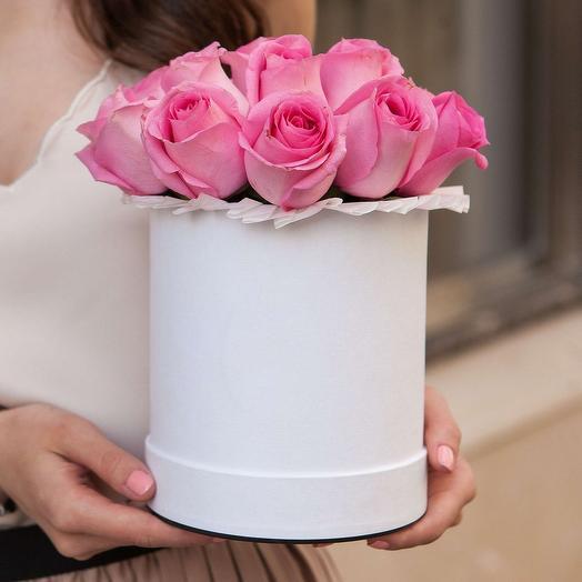 Букет в шляпной коробке из 11 розовых роз премиум
