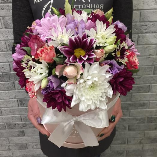 Цветы в коробке с кустовой розой