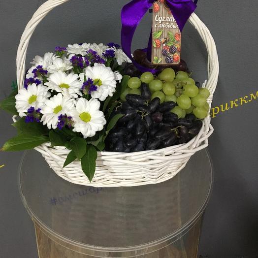Виноград и ромашки