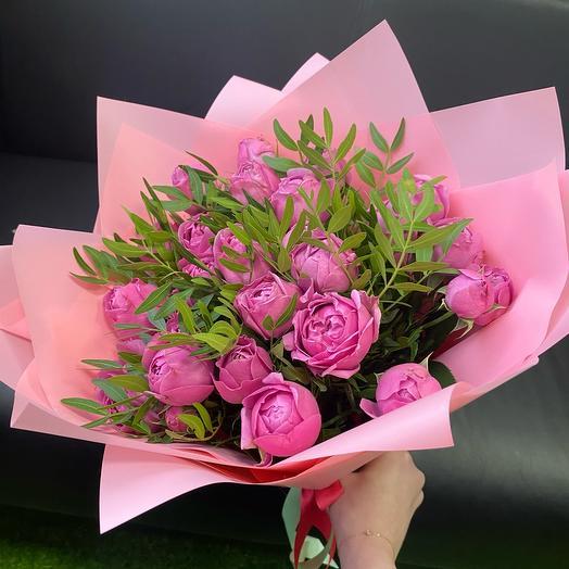 Букет из пионовидных роз Мисти Баблз с зеленью