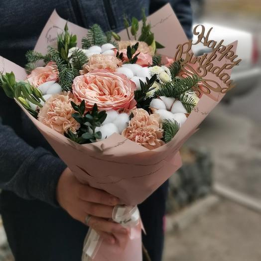 Букет пионовидных роз с нобилисом