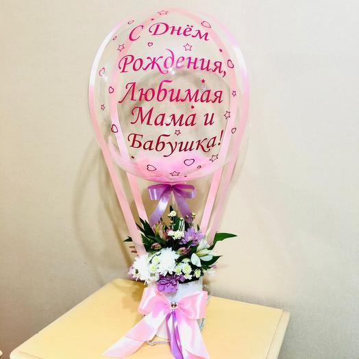 Цветы в шляпной коробке с шаром баблс