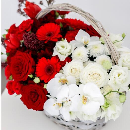 Корзина с цветами Alena