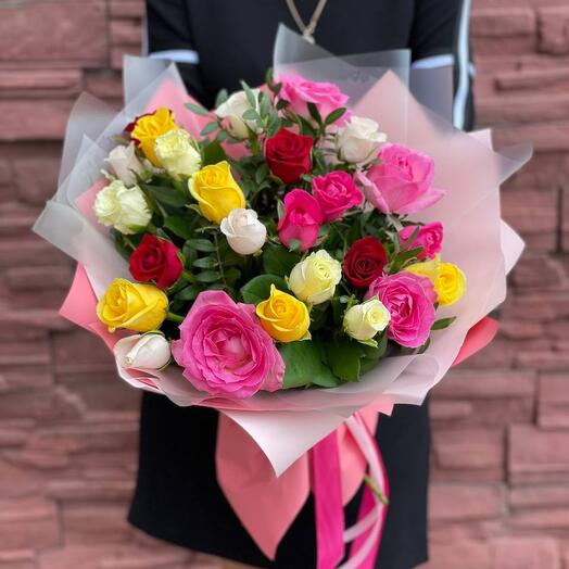 25 roses mix in the design
